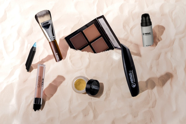 cosmetic-products-2535913